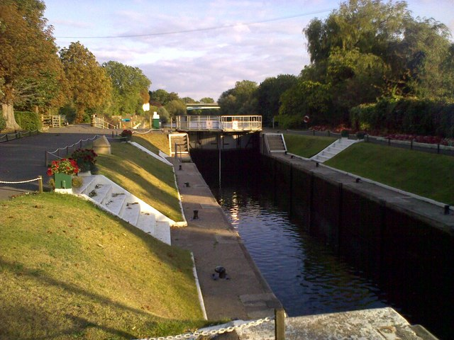 File:Bray Lock - geograph.org.uk - 1500917.jpg