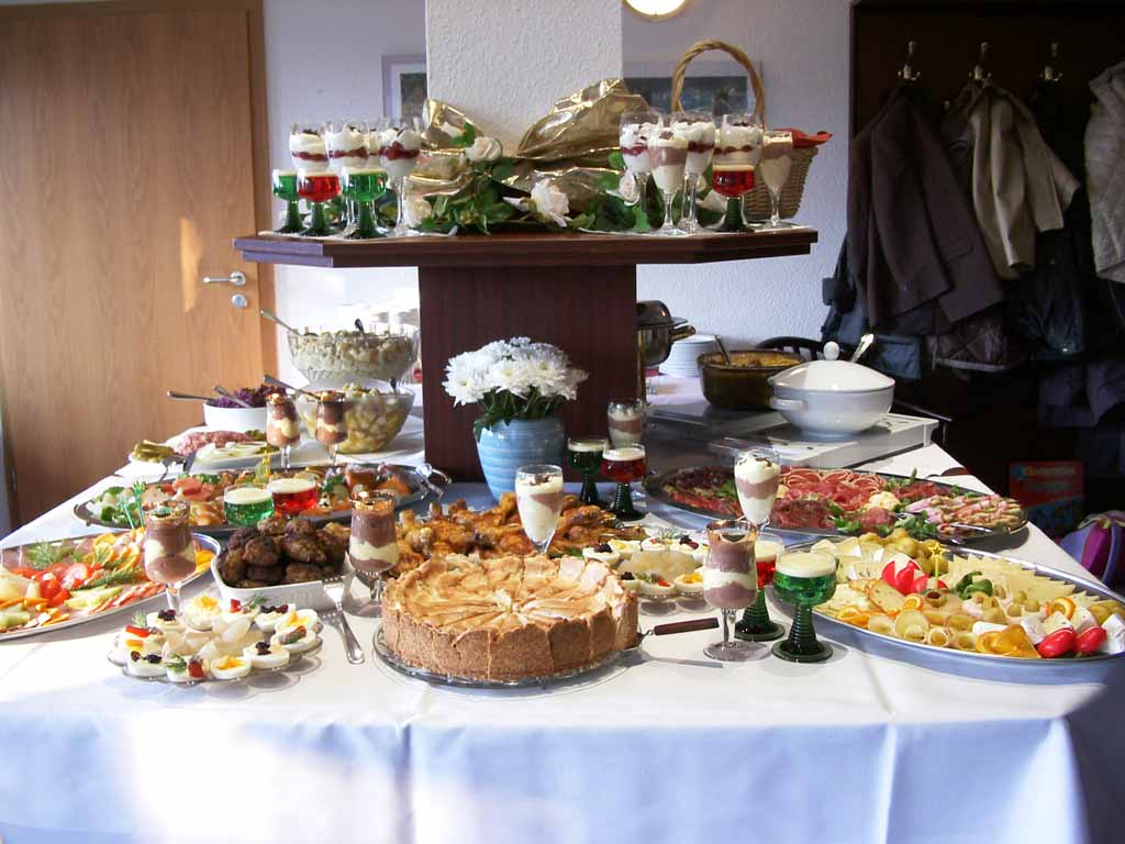 File buffet wikimedia commons - Buffet table images ...