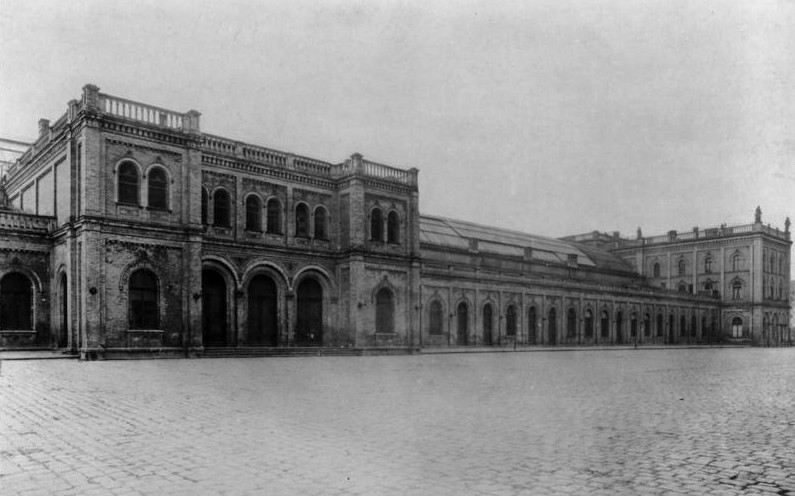 Ostbahnhof, 1928, Bundesarchiv, Bild 102-05772 / CC-BY-SA 3.0 [CC BY-SA 3.0 de (https://creativecommons.org/licenses/by-sa/3.0/de/deed.en)], via Wikimedia Commons