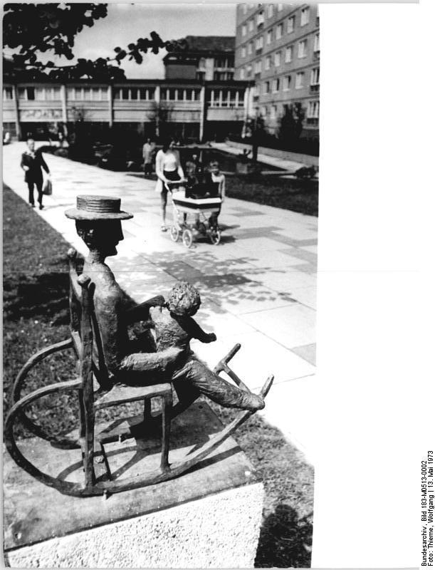 File bundesarchiv bild 183 m0513 0002 chemnitz plastik for Schaukelstuhl wiki