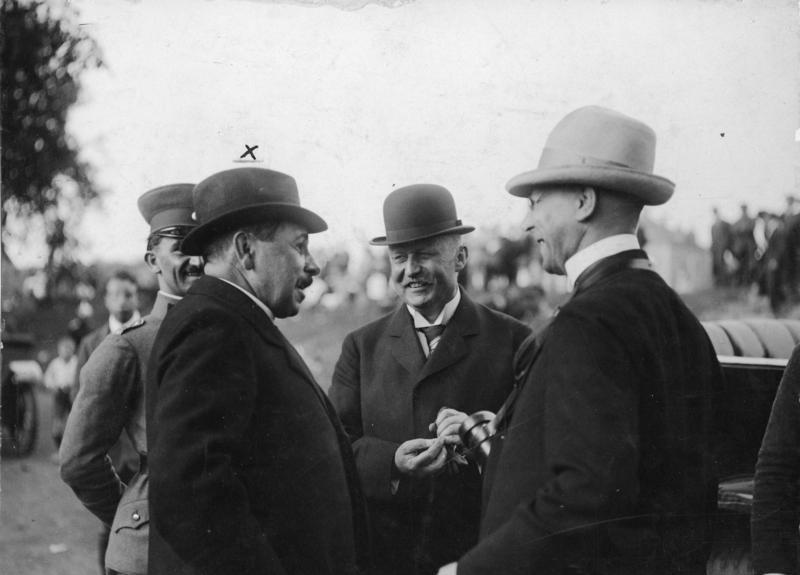 Gustav von Kahr (vorn links) mit Erich Ludendorff (Mitte) im Jahr 1921