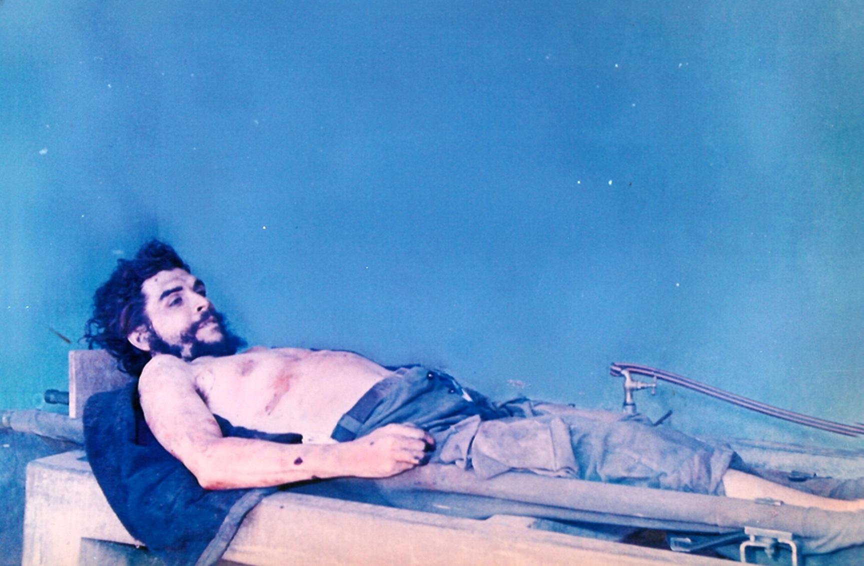 Cadáver del Che Guevara en Vallegrande.