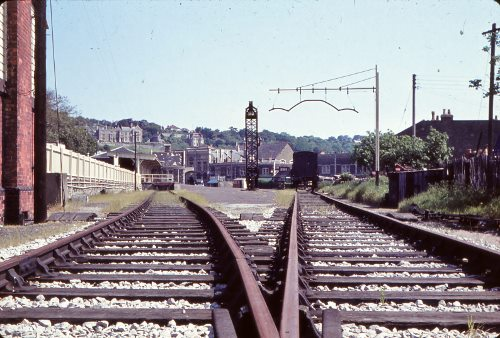 File:Clevedon railway station tracks 1963 IMG 0030 (500x338) GHP.jpg