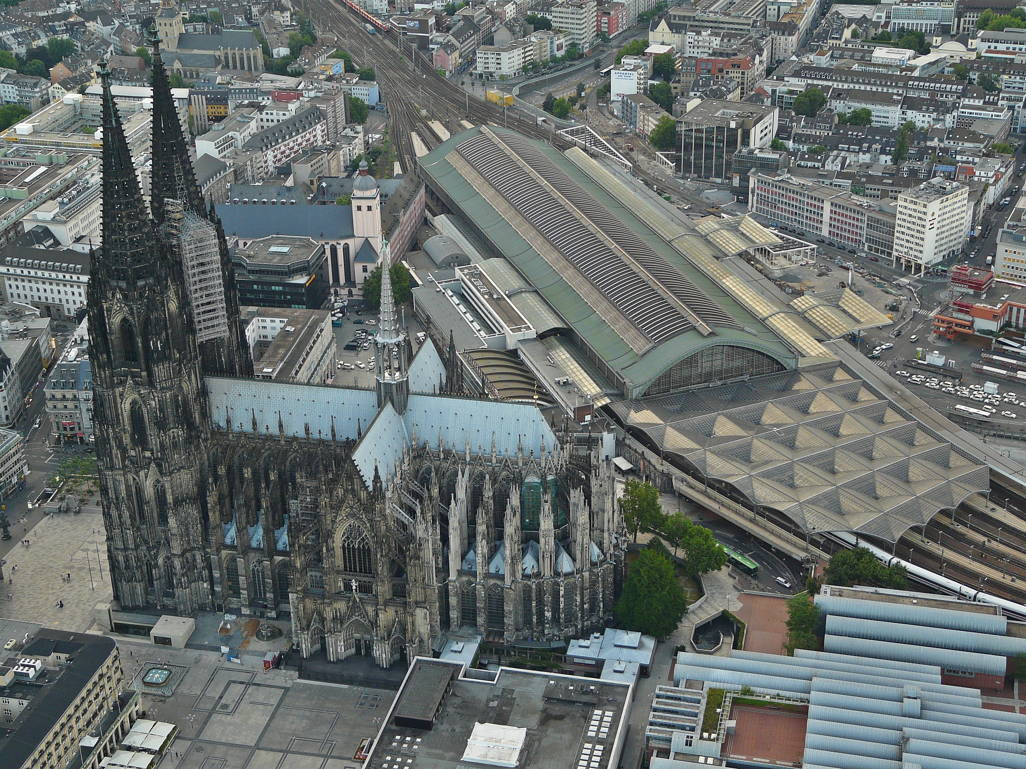 file dom und hauptbahnhof flight over cologne jpg wikimedia commons. Black Bedroom Furniture Sets. Home Design Ideas
