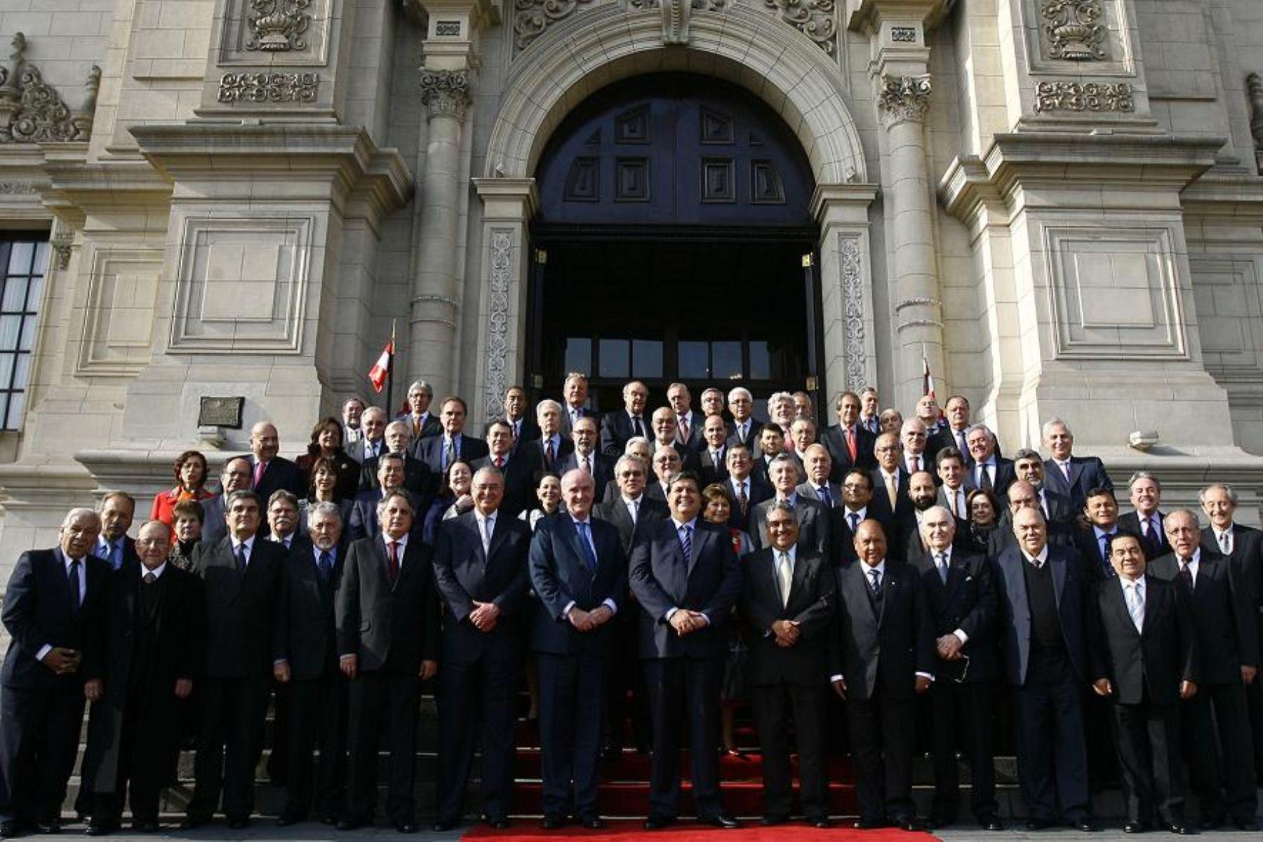 File el presidente de la rep blica recibi en palacio de for Gobierno exterior