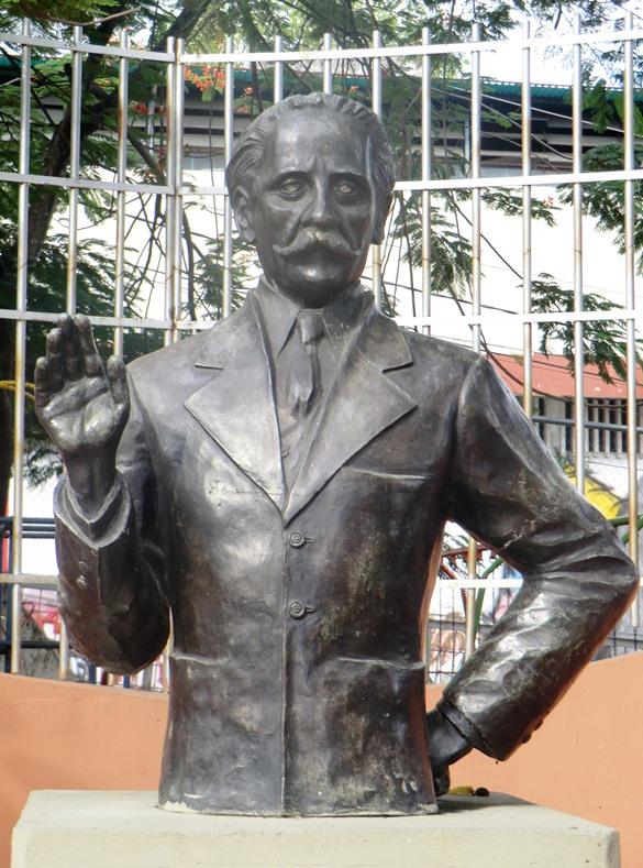 Busto de Vicente Emilio Sojo en su ciudad natal, Guatire
