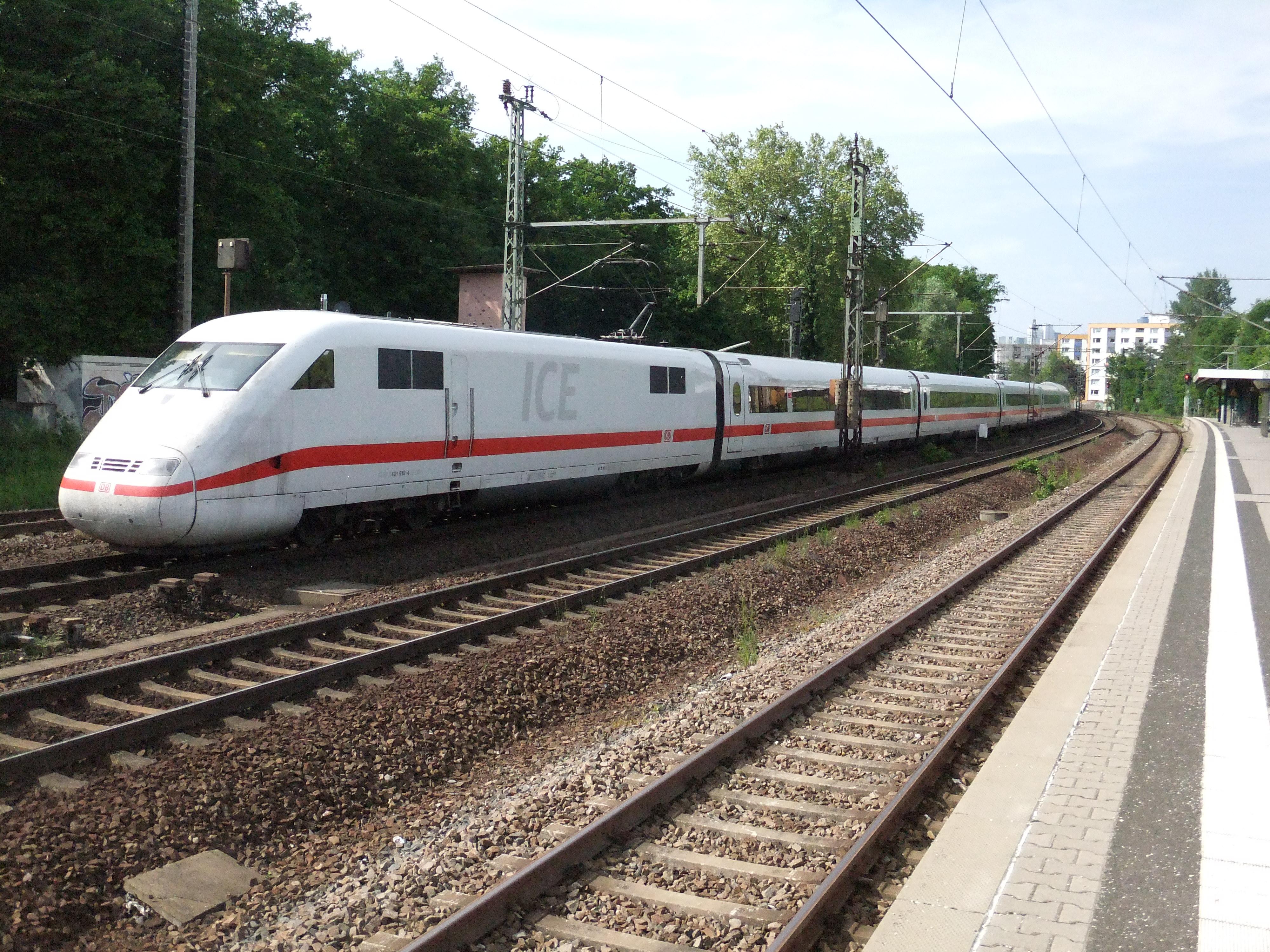Dateifrankfurt Am Main Bahnhof Frankfurt Louisa Auf Bahnsteig Zu