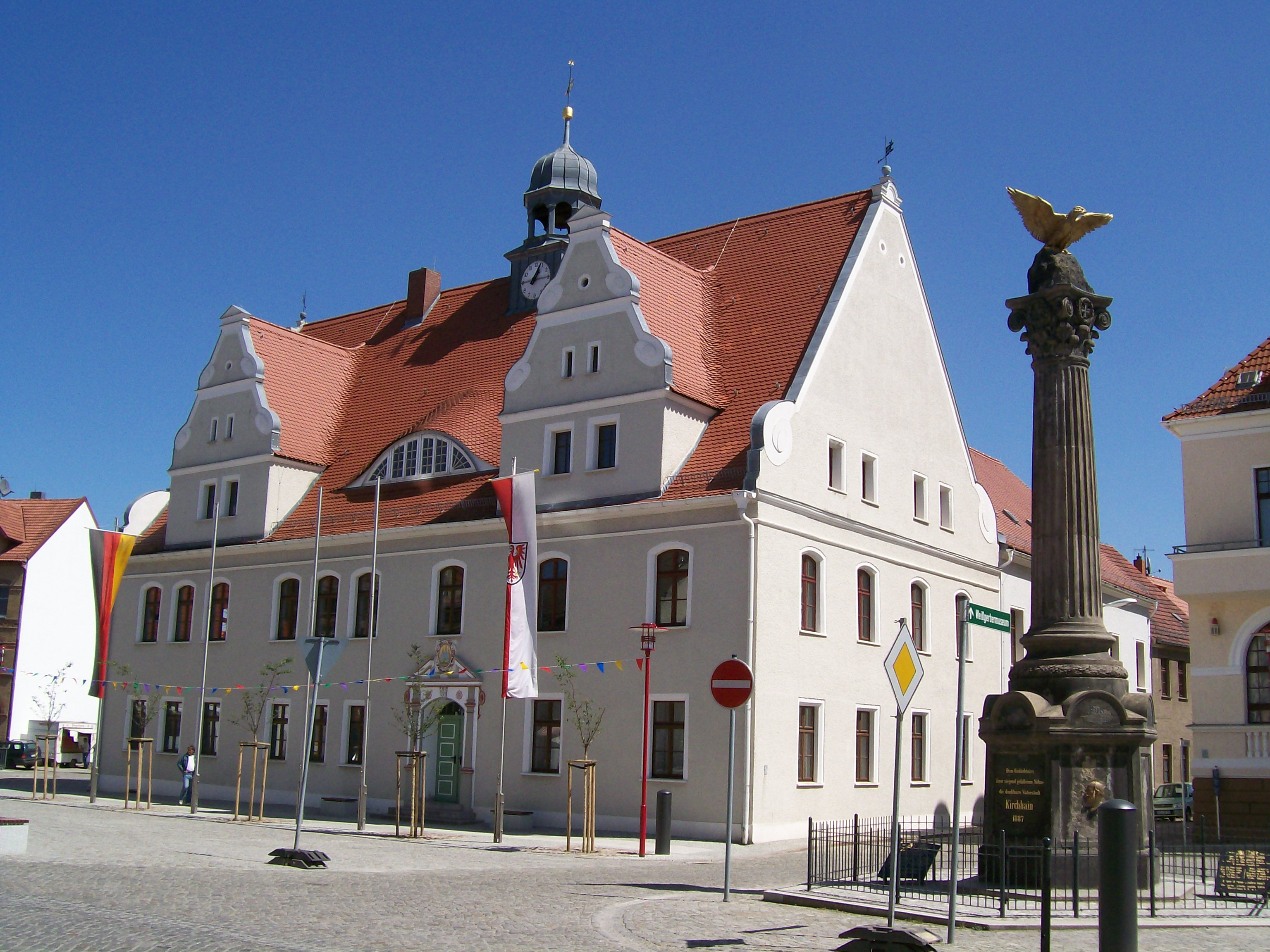 File Germany Brandenburg Country Lausitz Kirchhain Town Hall And First World War Memorial 100 1524