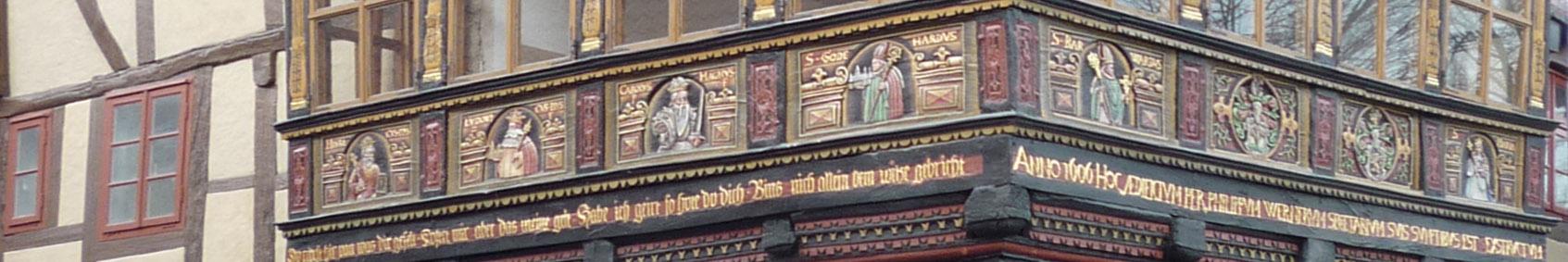 Hildesheim banner Wernersches Haus detail.jpg