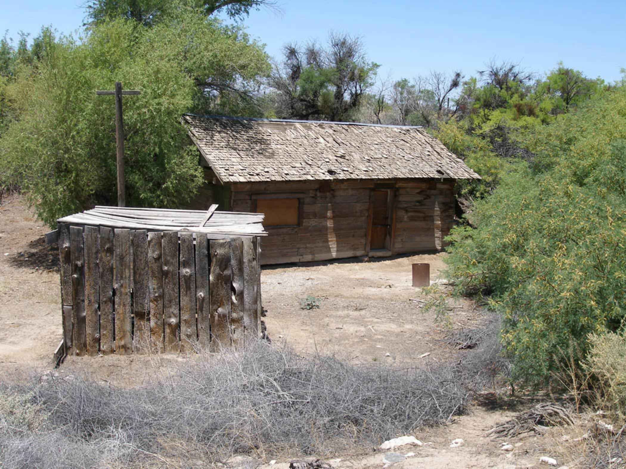 File Historic Blacksmith Shop And Railroad Tie House Jpg