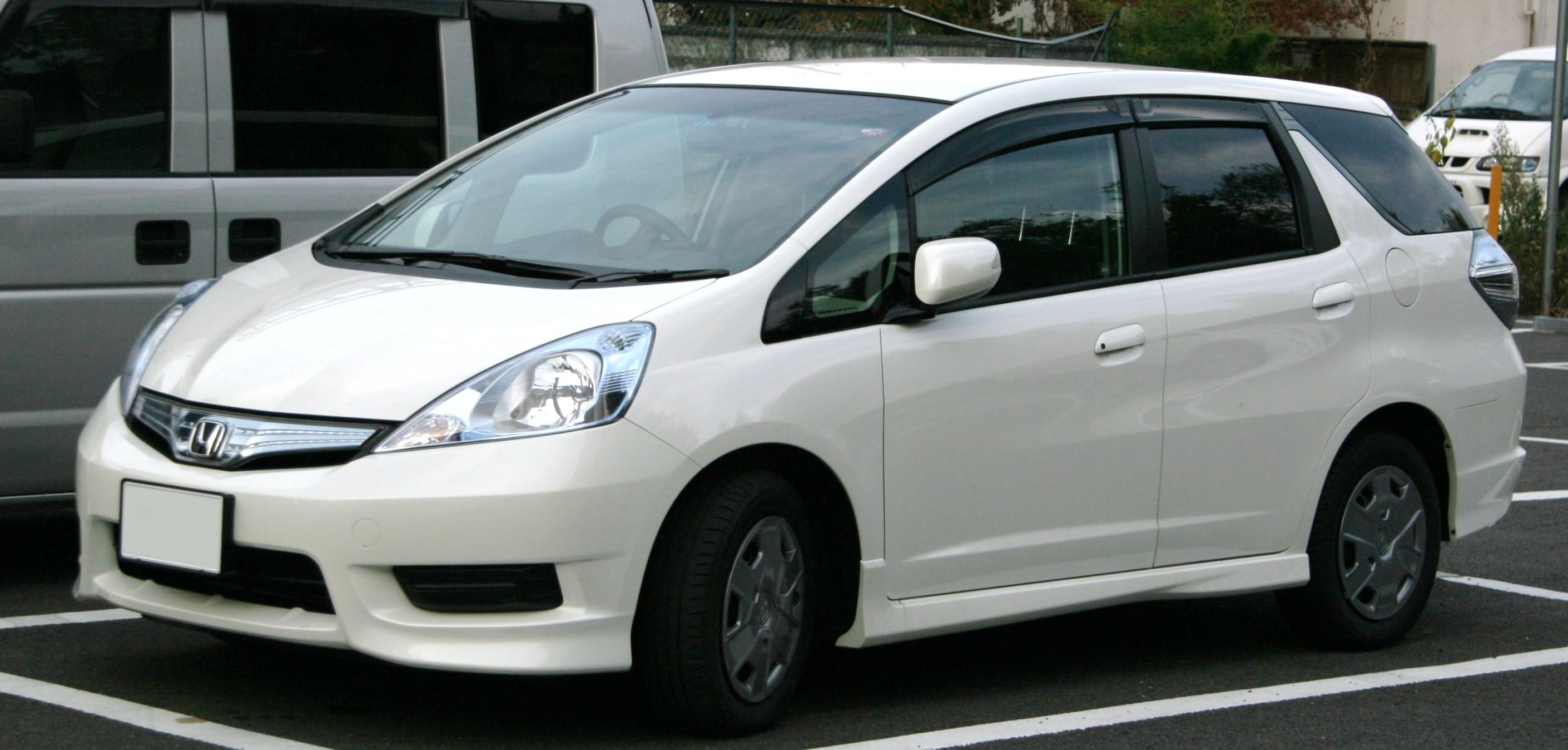 File Honda Fit Shuttle Hybrid Wikimedia mons