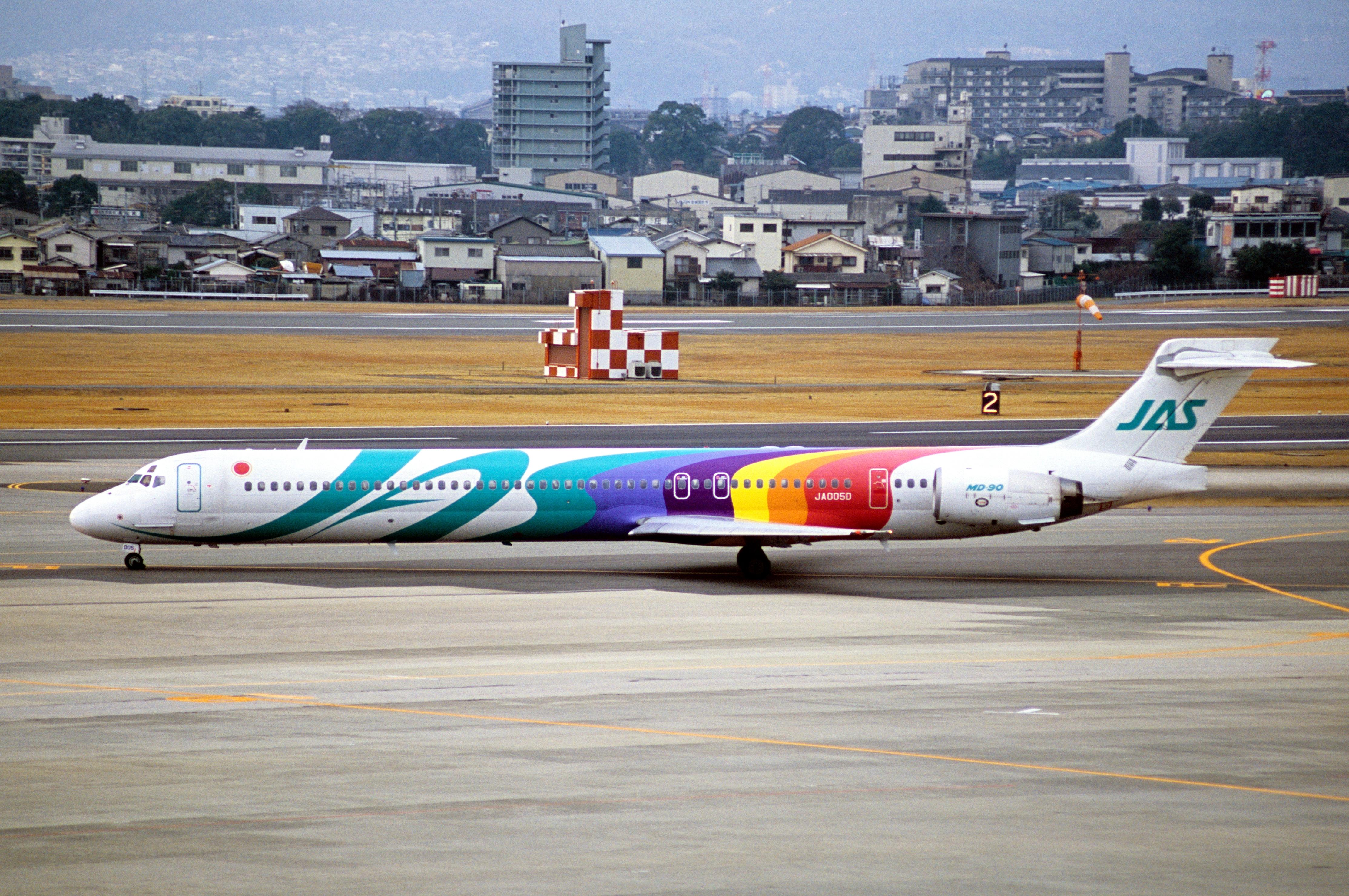 File:JAPAN AIR SYSTEM MD-90-30 (JA005D-53559-2236
