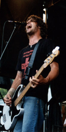 Jay Bentley - Warped Tour 2004 - Will Fresch.png