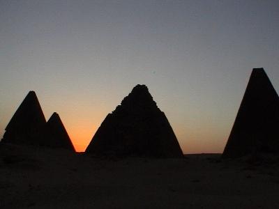 جبل البركل  في السودان Jebel_barkal_sunset.