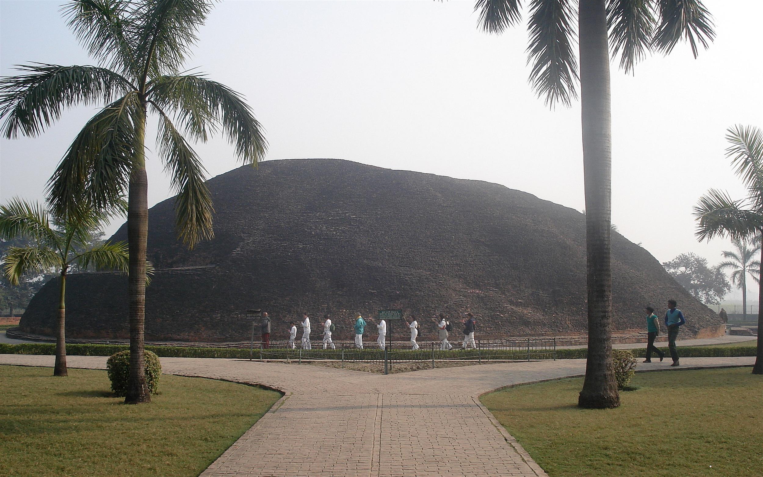 Makutabandhana, the cremation-site of Gautama Buddha's body; also known as Ramabhar Stupa