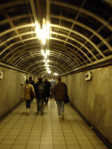 File:London underground tunnel 1.jpg