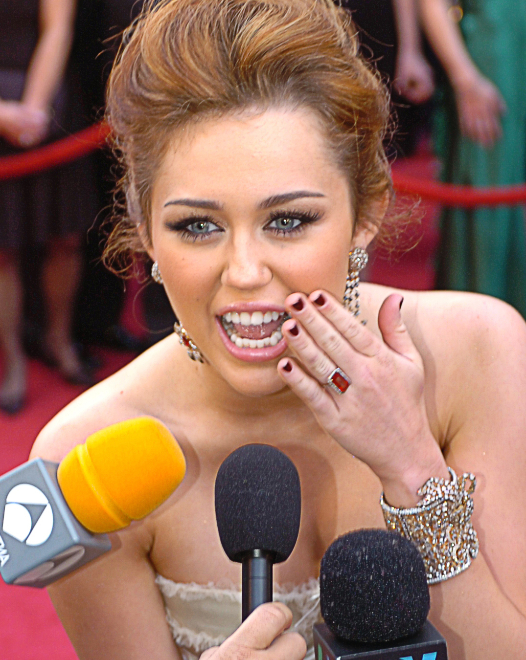 filemiley cyrus 82nd academy awards microphonesjpg