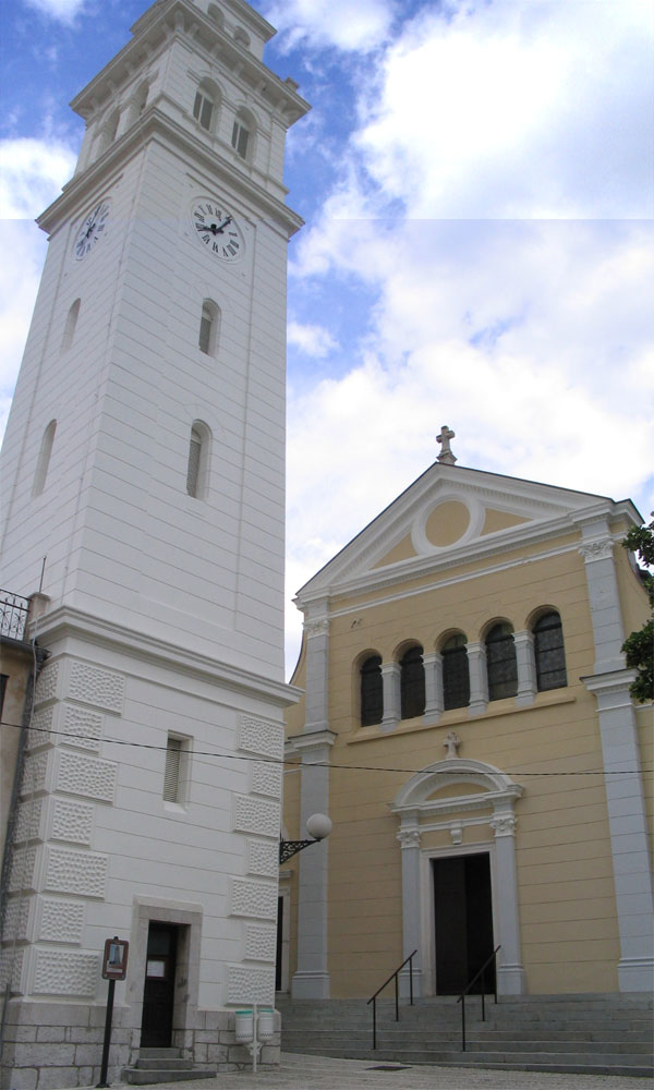 File:Novi Vinodolski, sv Filip i Jakov, crkva i zvonik.jpg - Wikimedia ...