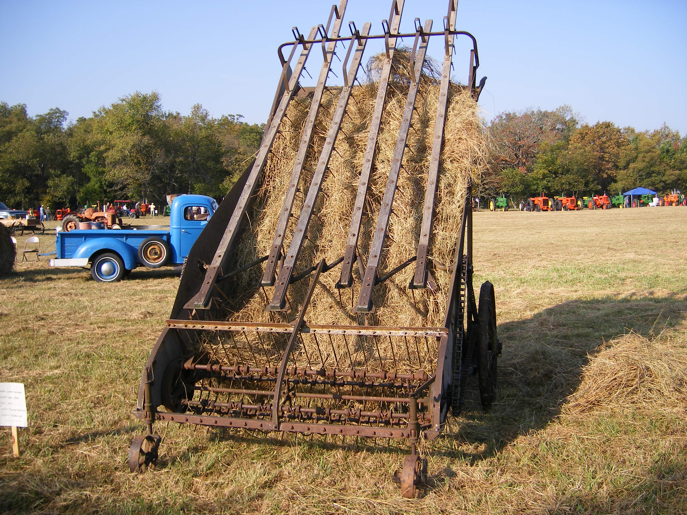 Hay Tractor With Loader : File old hay loader usa g wikimedia commons