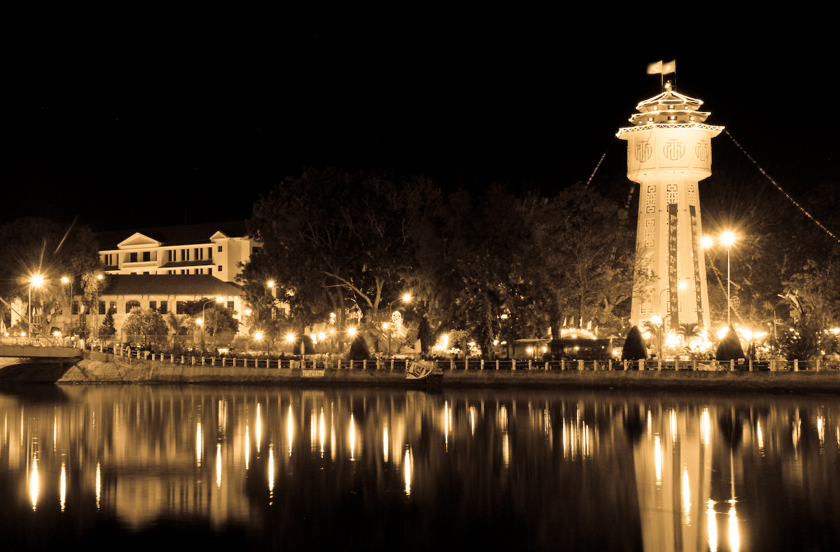 Description phan thiet river by night