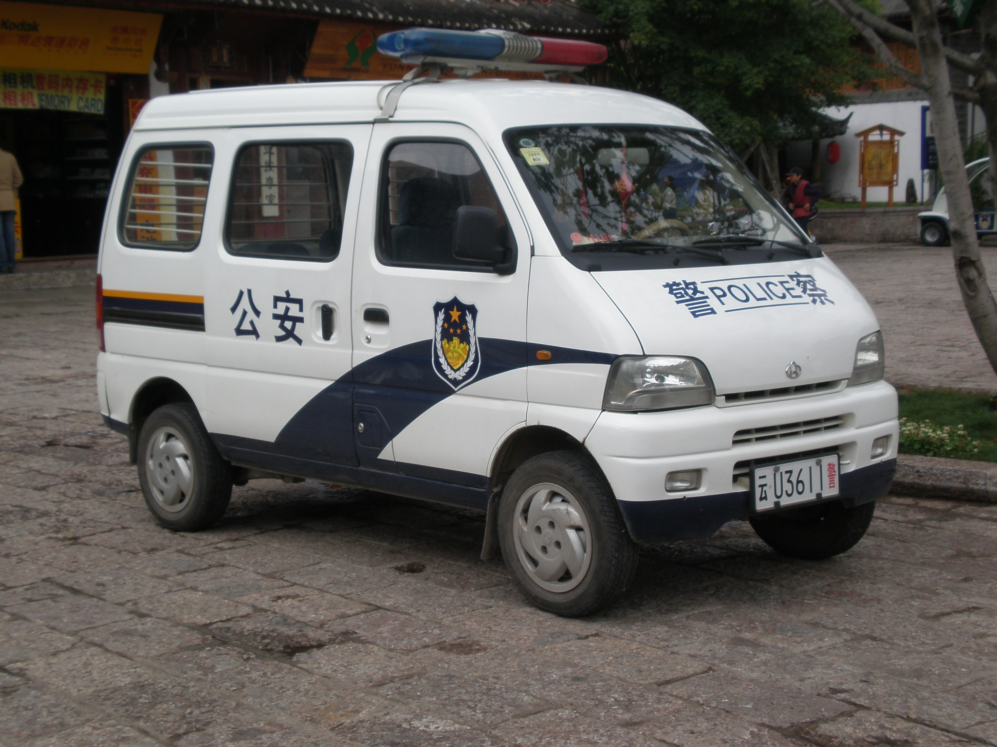 Description police minivan in yuhe square jpg