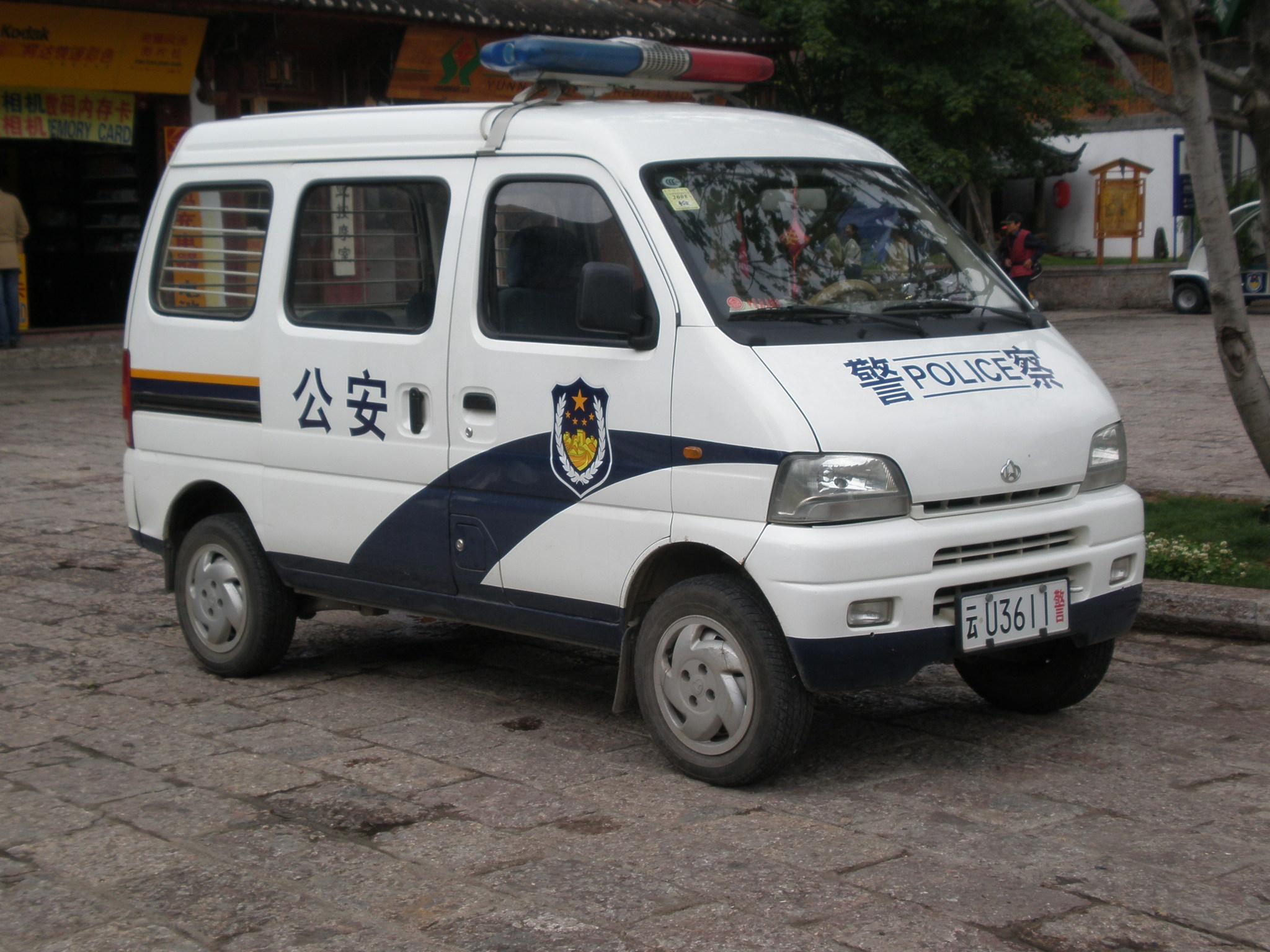 Description police minivan in yuhe square jpg