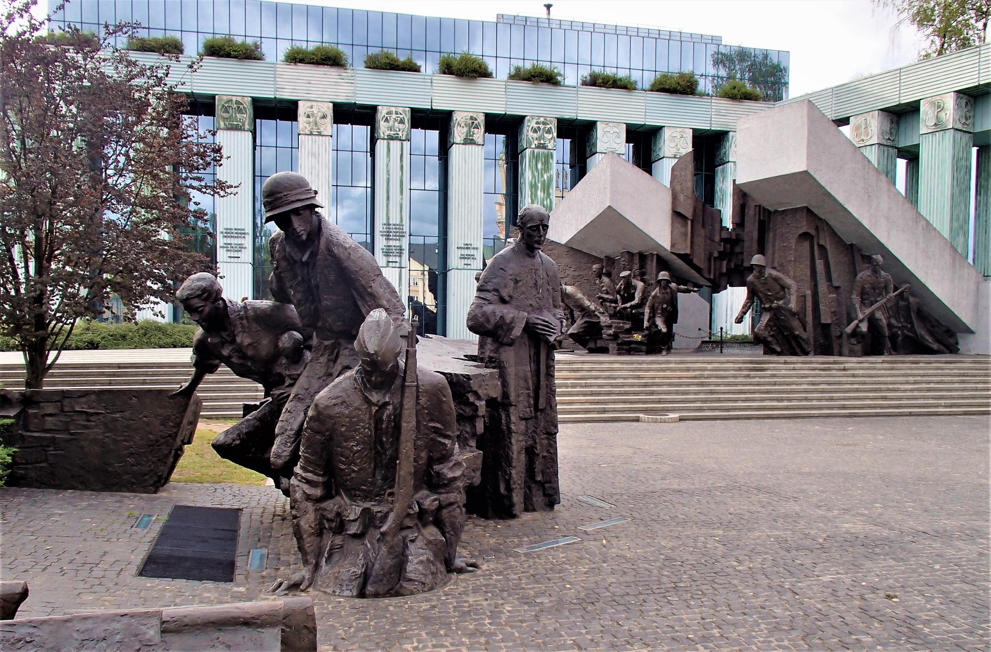 File:Pomnik Powstania Warszawskiego na pl. Krasińskich.jpg - Wikimedia Commons