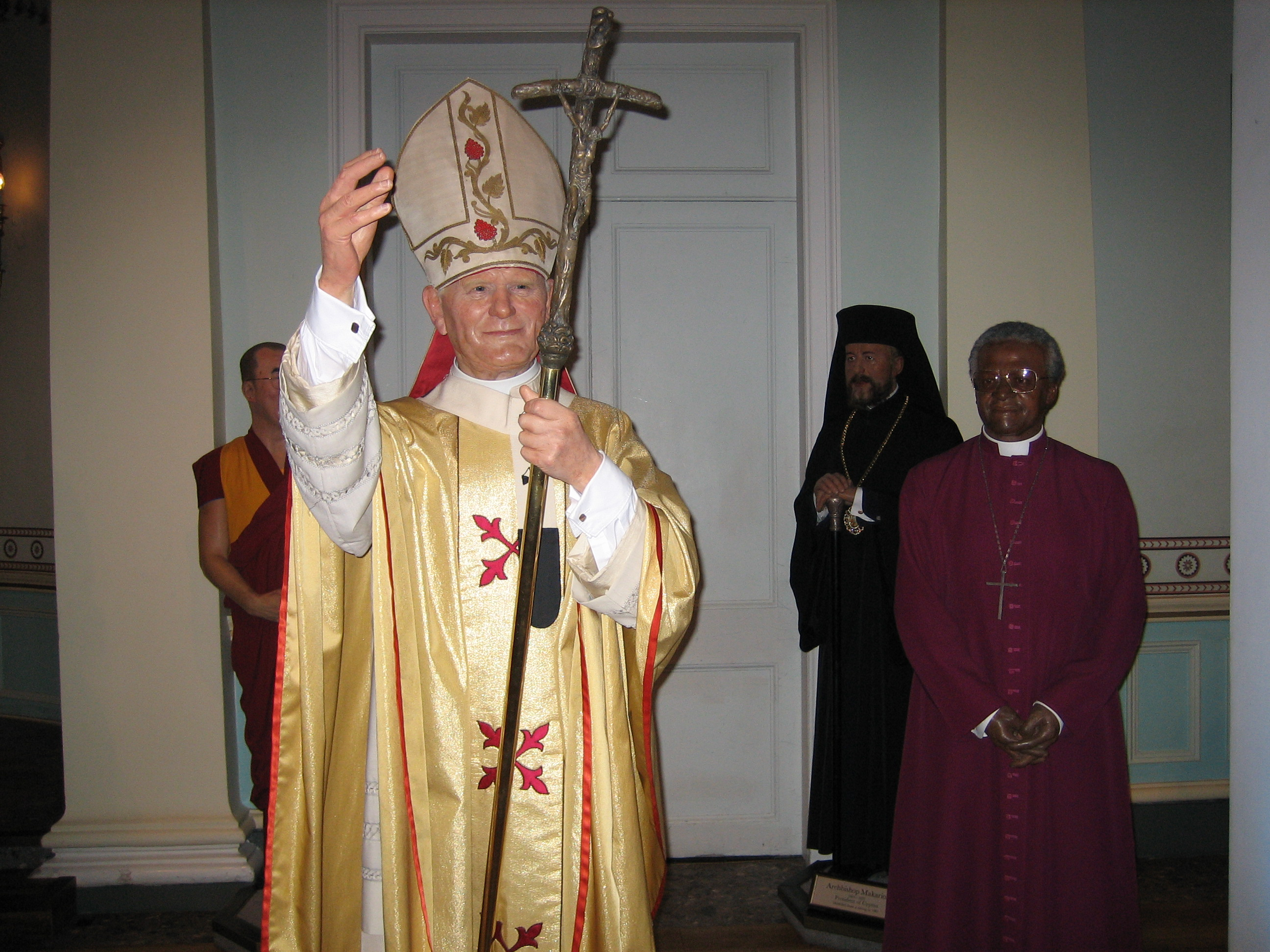 3b0ef07d5 File:Religious leaders in Madame Tussauds London.jpg - Wikimedia Commons