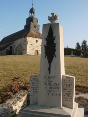 Rigny-la-Noneuse église et monument aux morts.JPG