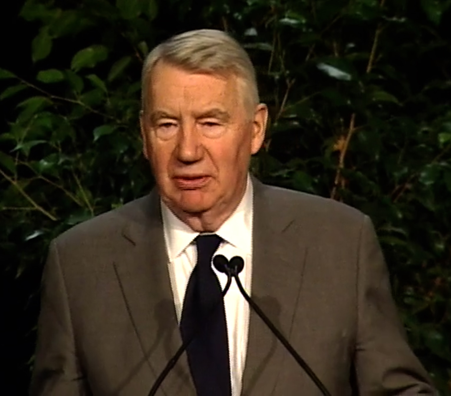MacNeil accepting the 2008 [[Walter Cronkite Award for Excellence in Journalism|Cronkite Award]]