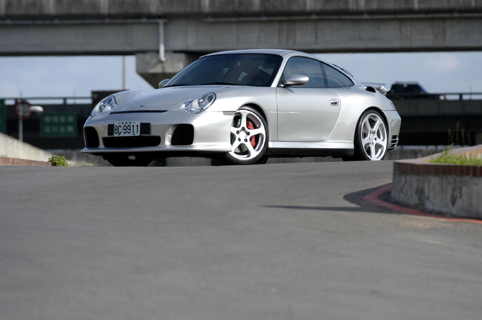 Ruf_R_turbo_based_on_Porsche_996_turbo.j