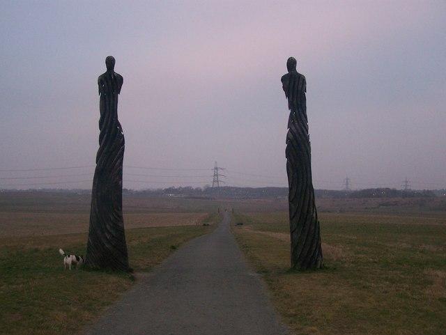 Sculptures in Jeskyns - geograph.org.uk - 1112244
