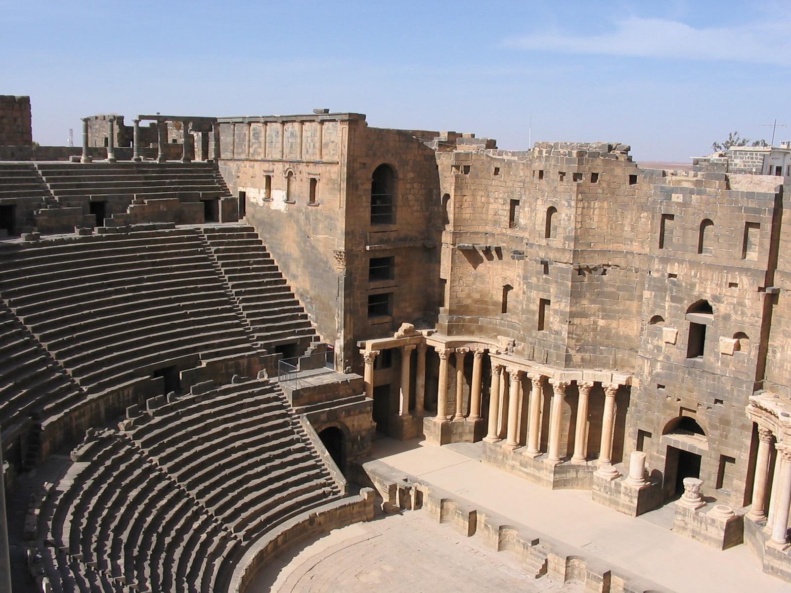 التعريف بسوريا كبلد سياحي المعلومات Syria_bosra_theater.jpg