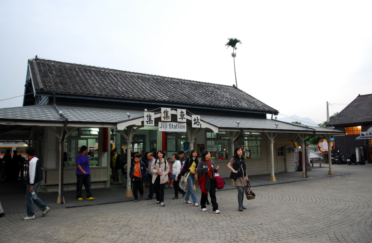 http://upload.wikimedia.org/wikipedia/commons/0/02/TRA_Jiji_Station.jpg