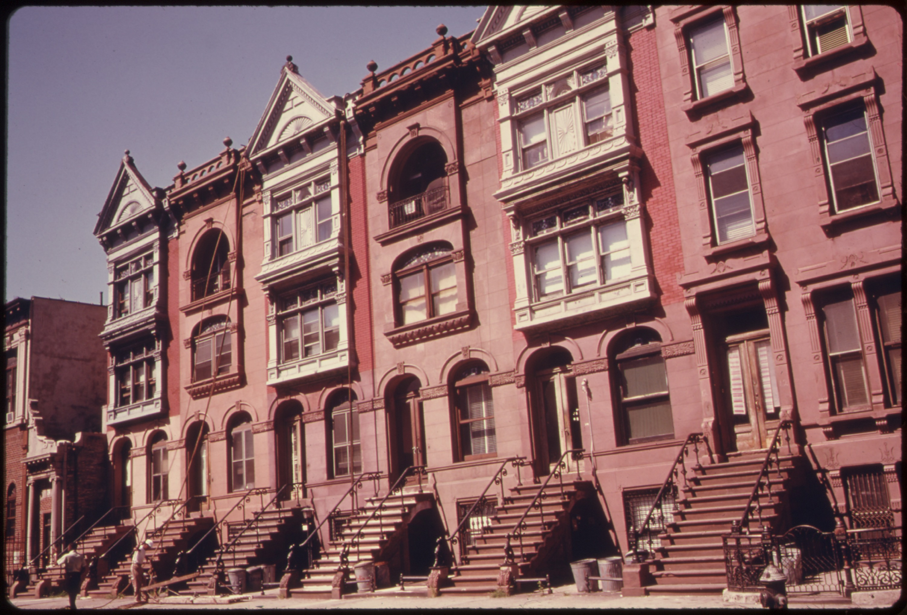 File:TURN OF THE CENTURY BROWNSTONE APARTMENTS BEING PAINTED AND RENOVATED  BY THEIR OWNERS IN