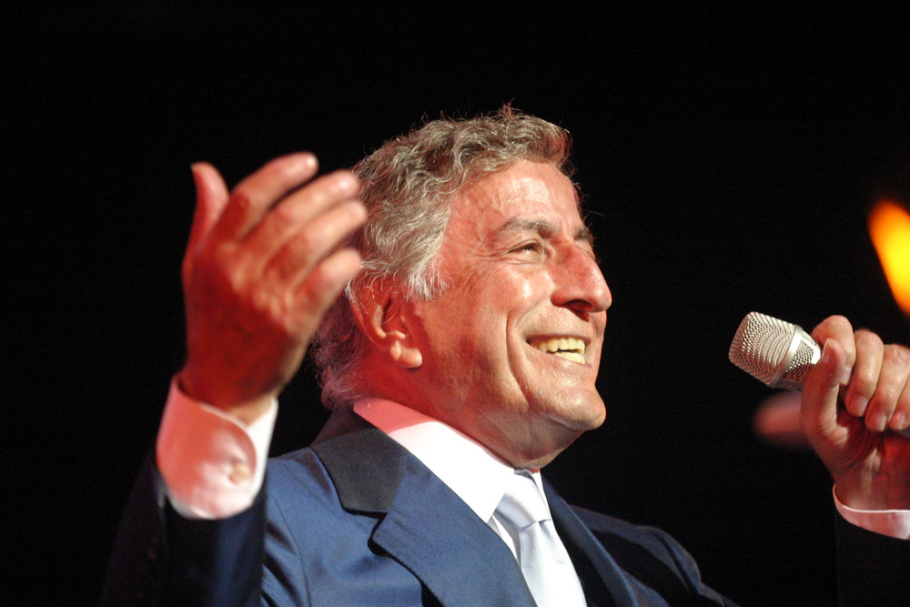 IMAGE(http://upload.wikimedia.org/wikipedia/commons/0/02/Tony_Bennett_in_2003.jpg)