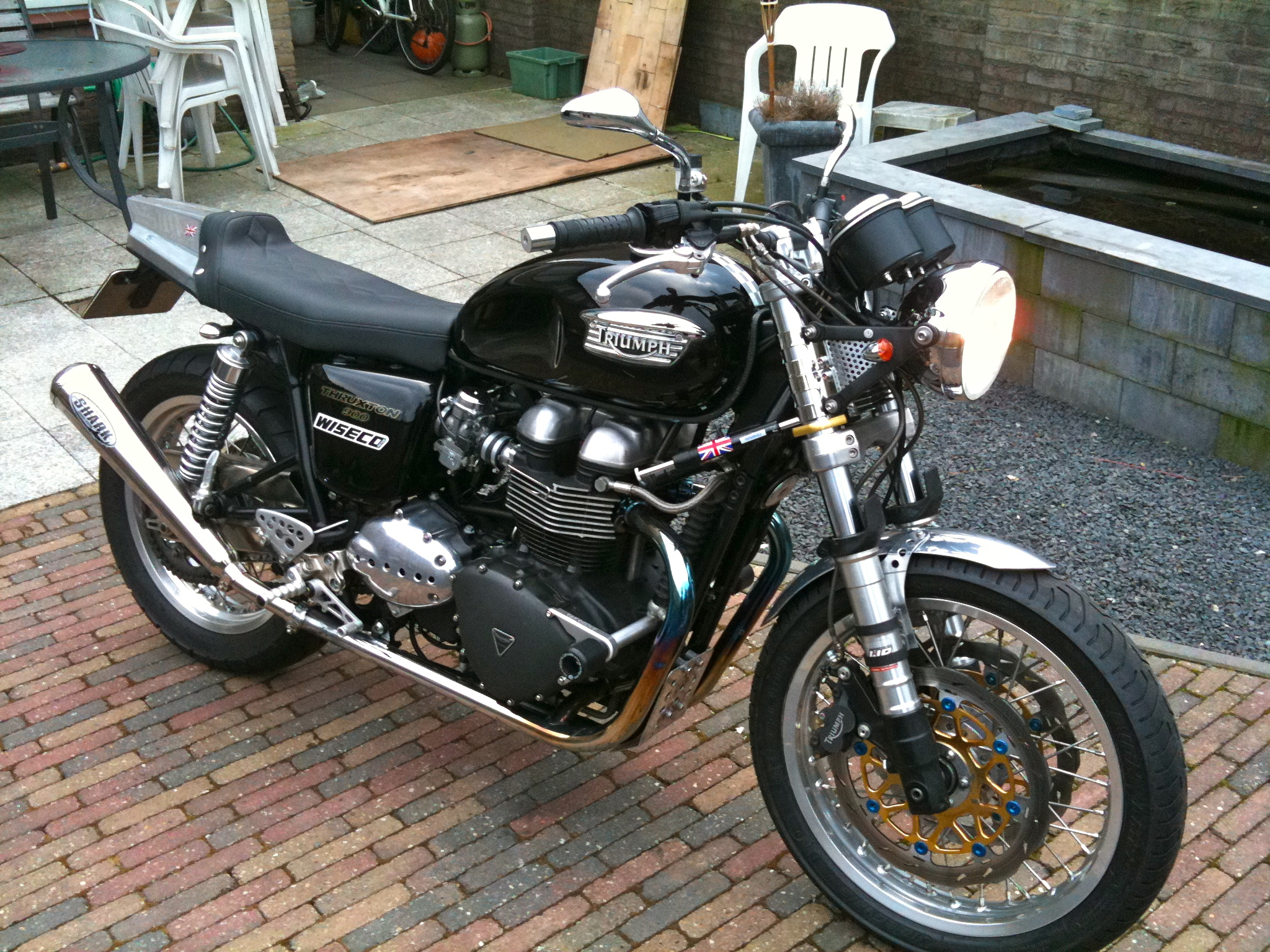 File Triumph Thruxton 900 Caf 233 Racer Jpg Wikimedia Commons