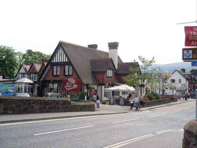 File:Tullie Inn, Balloch - geograph.org.uk - 828415.jpg ...