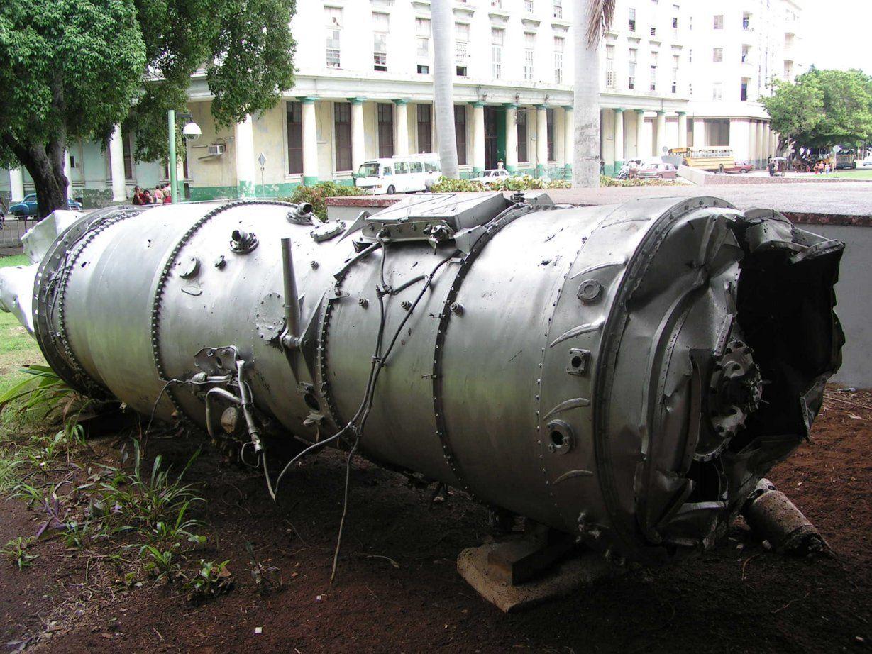 Teile des abgeschossenen U-2-Aufklärungsflugzeuges im Revolutionsmuseum in Havanna, Kuba