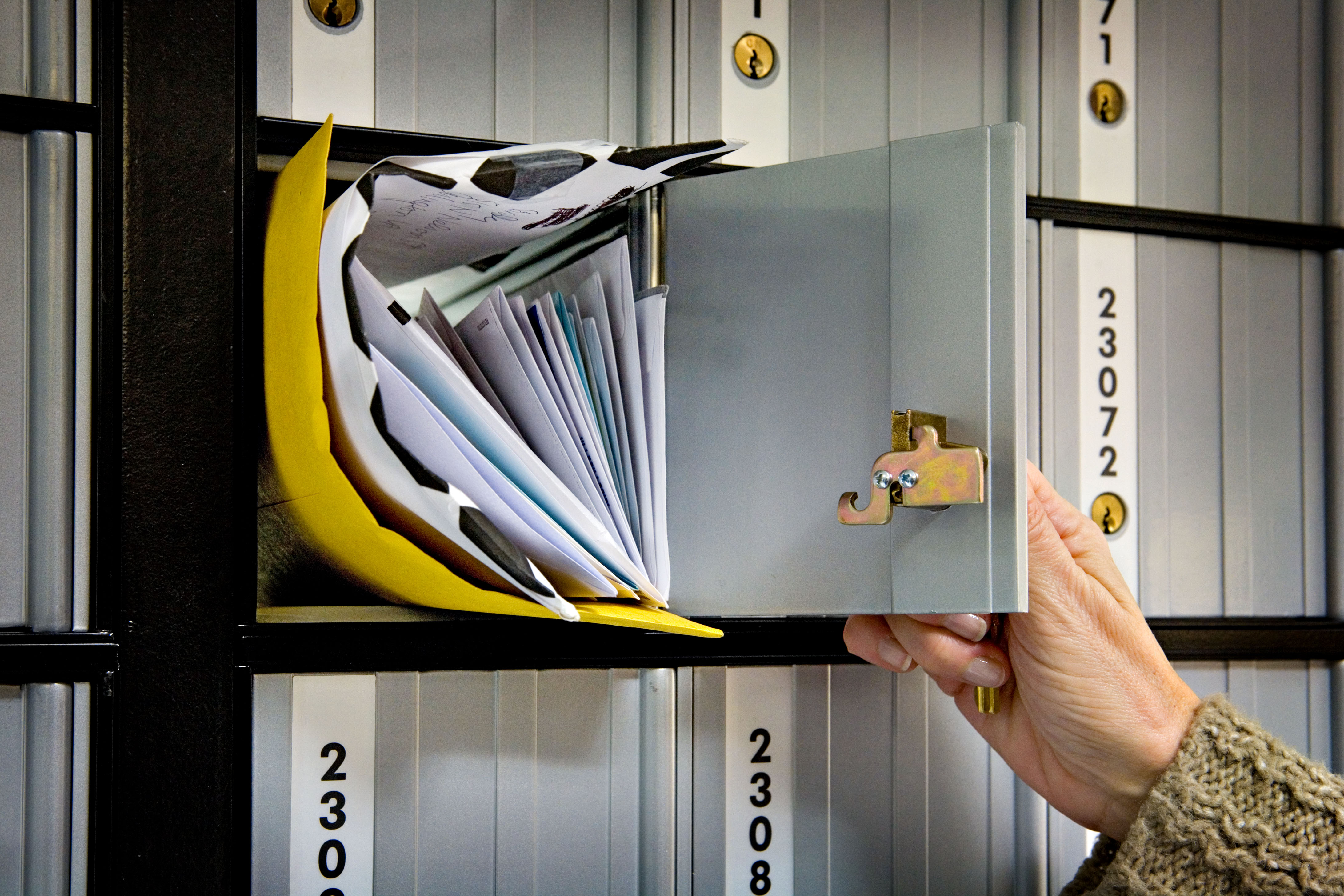 how to send large files over email free
