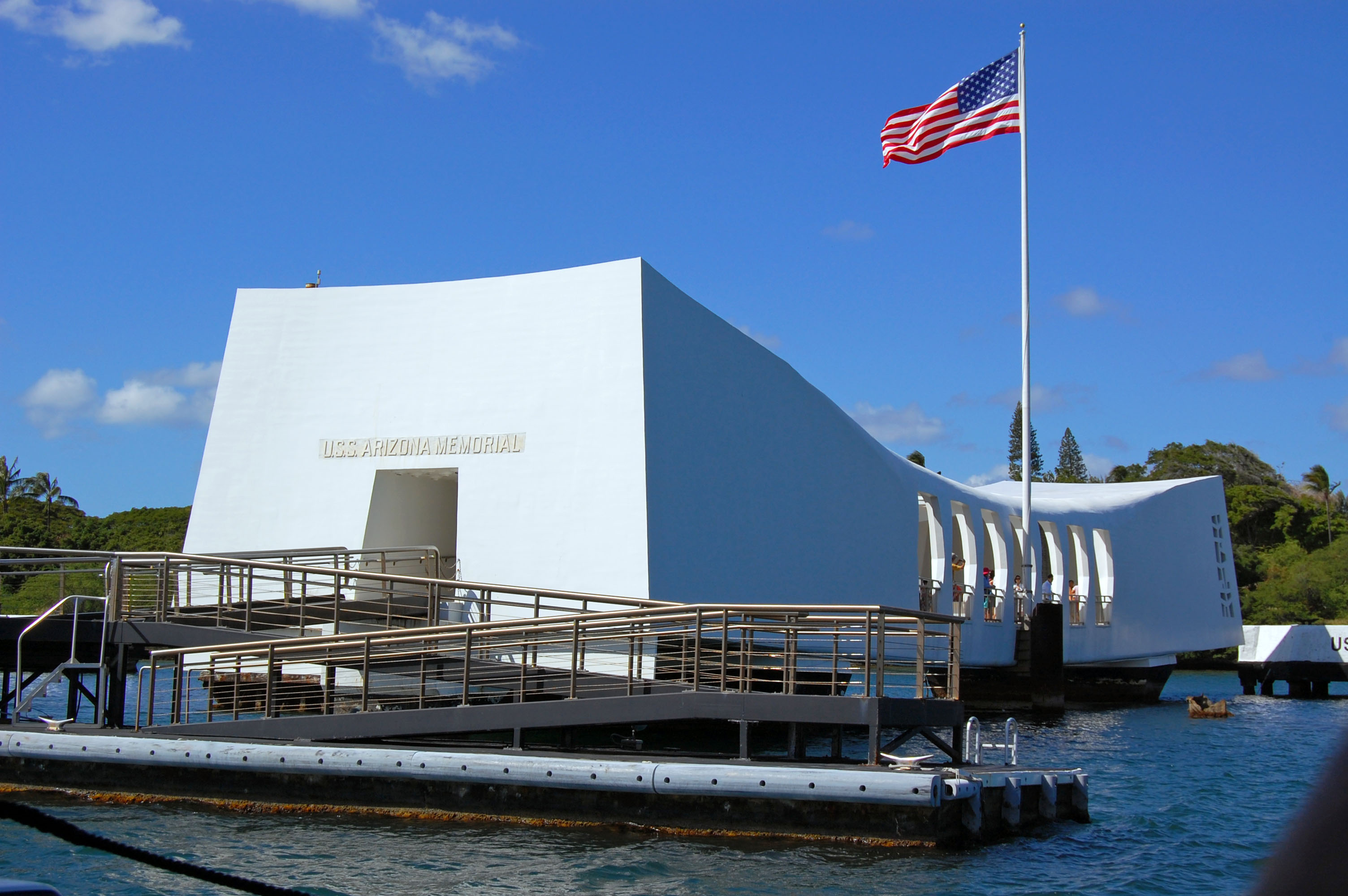 File:USS Arizona Memorial from the tour boat.JPG - Wikimedia Commons