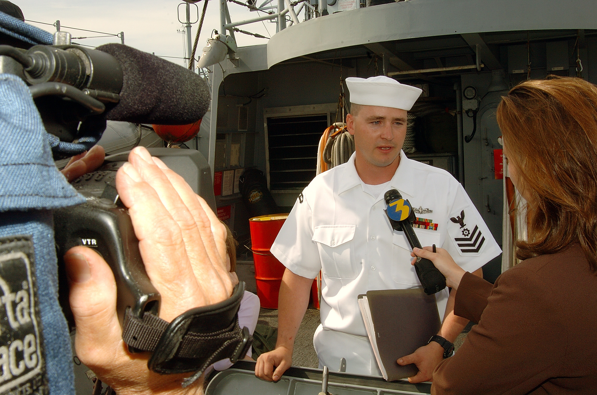File:US Navy 040430-N-1464F-002 Engineman 1st Class William