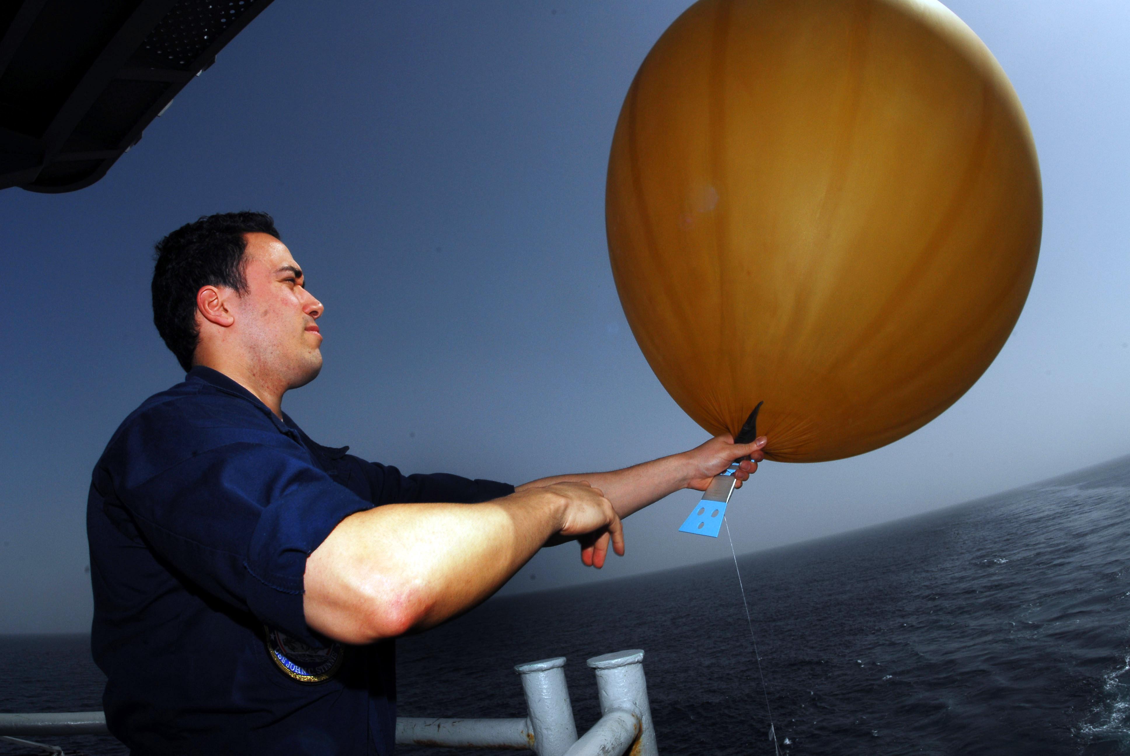 File:US Navy 070305-N-9928E-076 Airman Jaime Minor inflates a