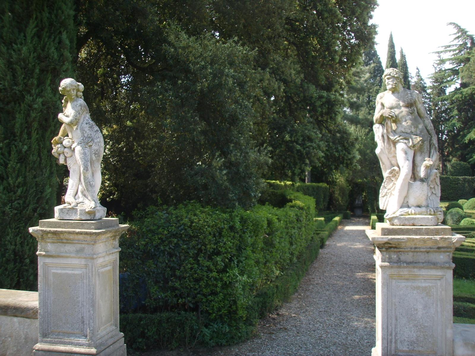 File villa schifanoia giardino statue jpg wikimedia - Statue giardino ...