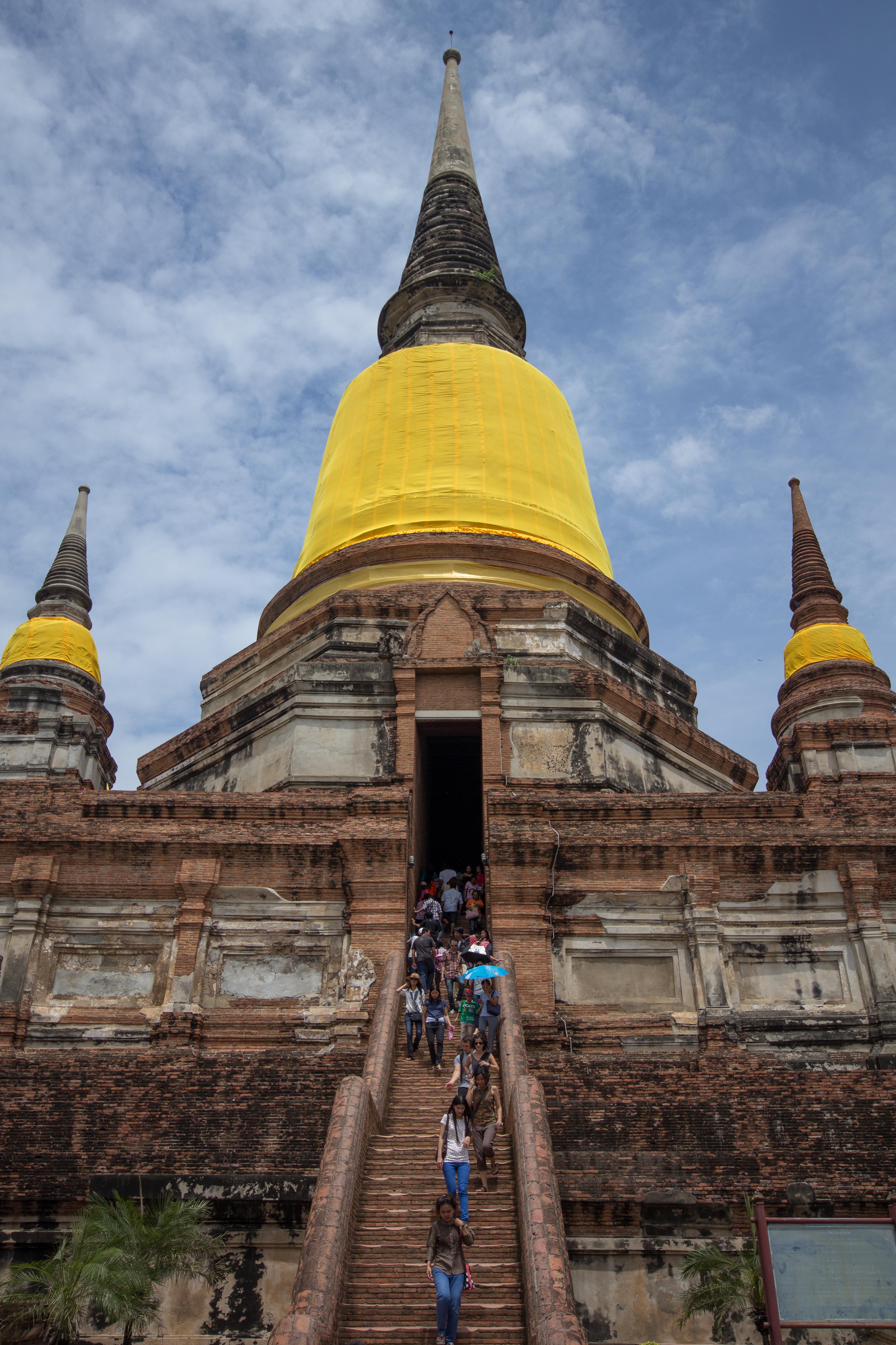 File:Wat Yai Chai Mongkol-2.jpg