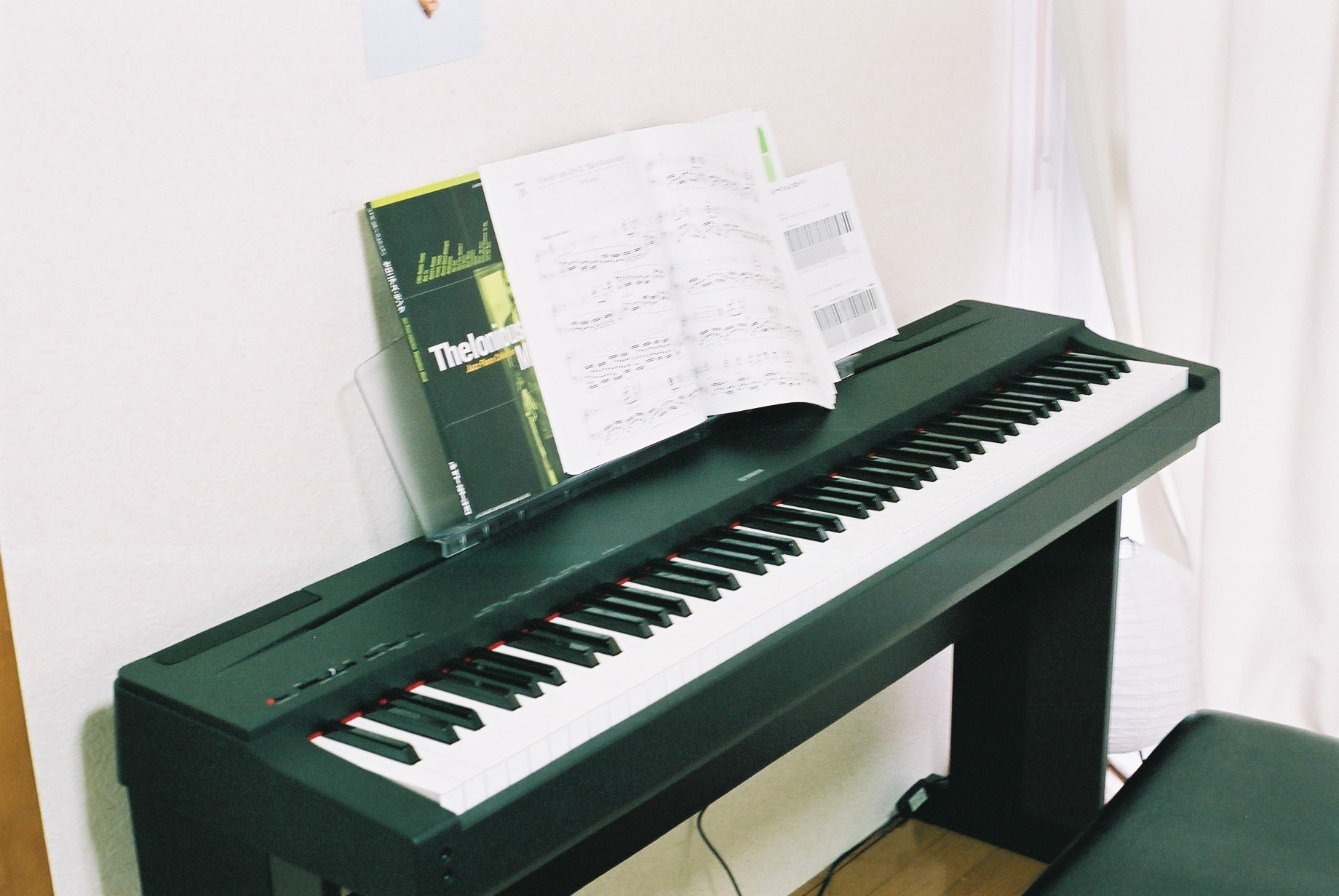 Sold wts yamaha p70 digital stage piano black finish 88 fully weighted touch sensiti for Yamaha fully weighted keyboard