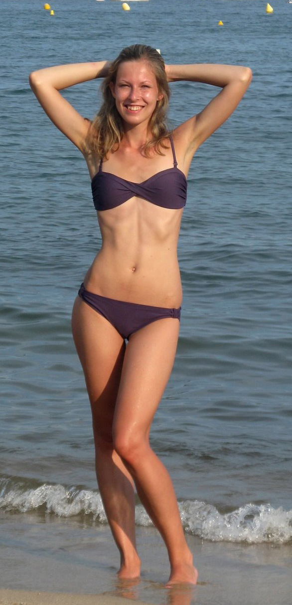 File:Young woman at the beach (3).jpg - Wikimedia Commons