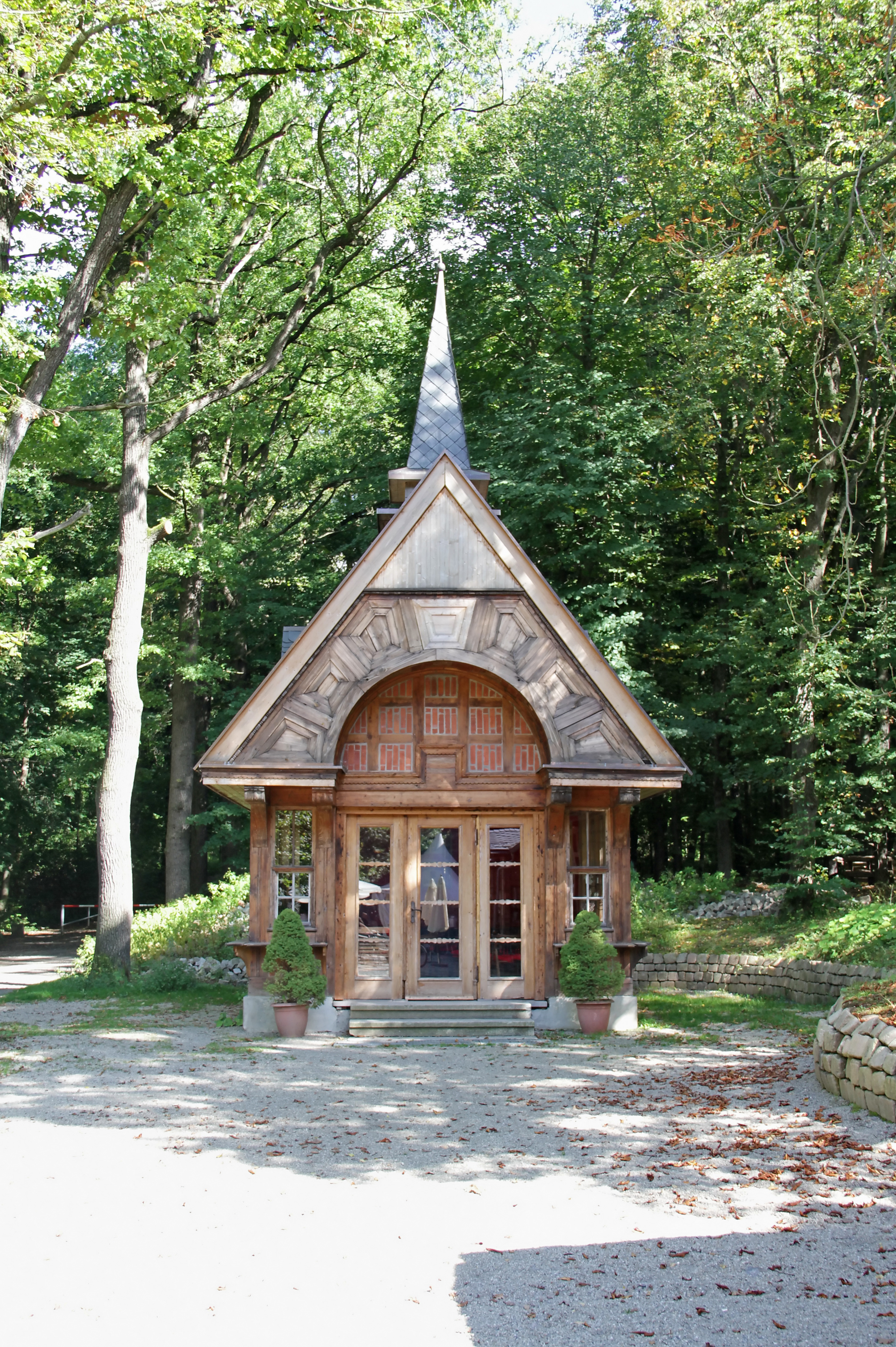 File:Zeisigwald Zeisigwalschänke Kapelle LvT.JPG - Wikimedia Commons