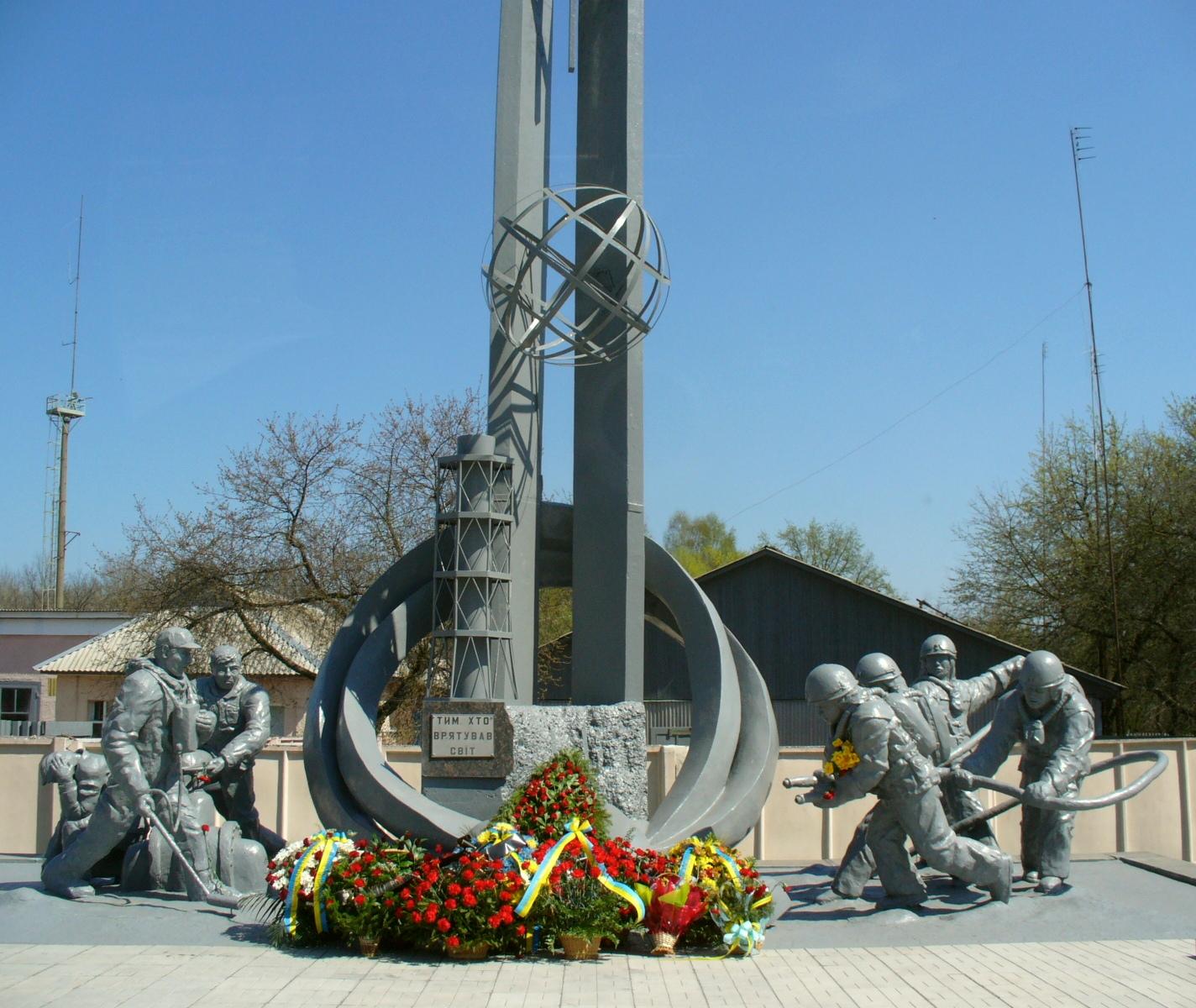 Файл:Пам'ятник пожежникам-ліквідаторам аварії на ЧАЕС, Чорнобиль ...