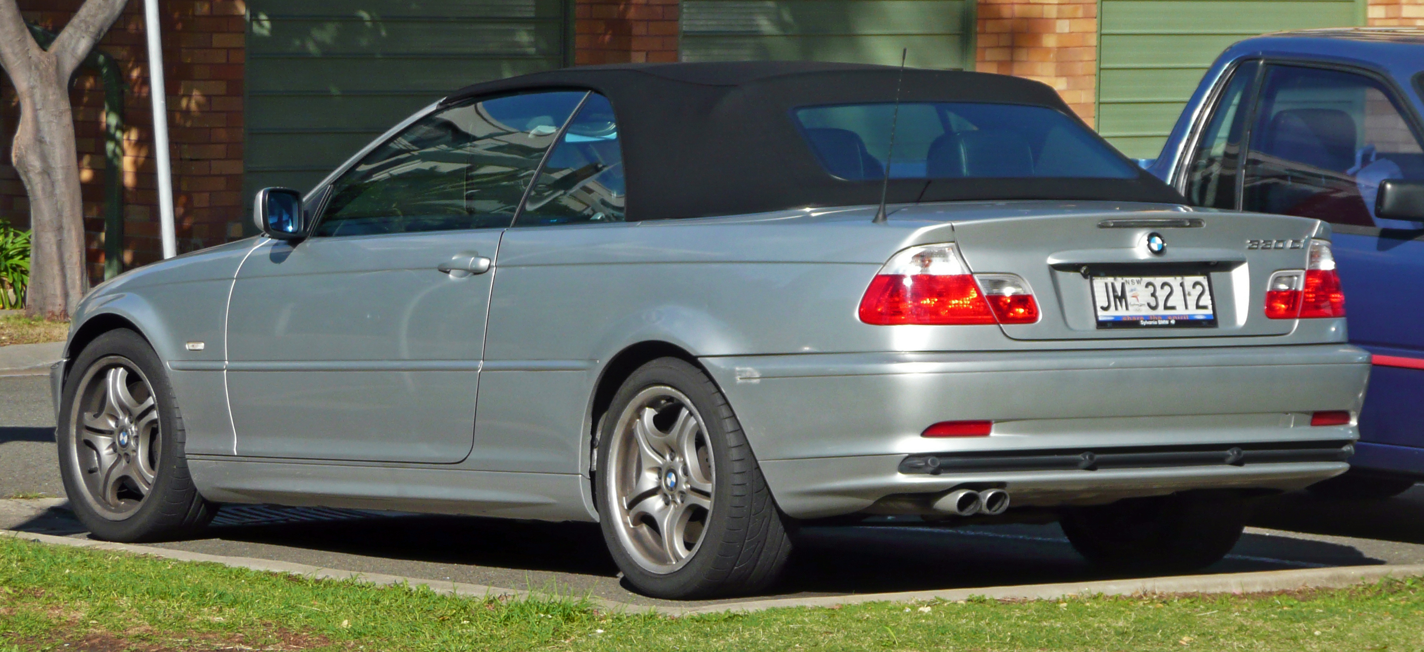 File:2000-2003 BMW 330Ci (E46) convertible 01.jpg